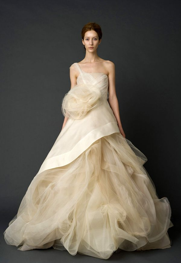 vera wang wedding dress creme tulle Wedding Dresses by Vera Wang Spring Collection 2012