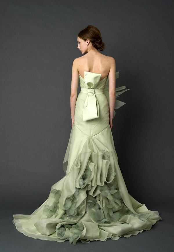 vera wang wedding dress mint green1 Wedding Dresses by Vera Wang Spring Collection 2012