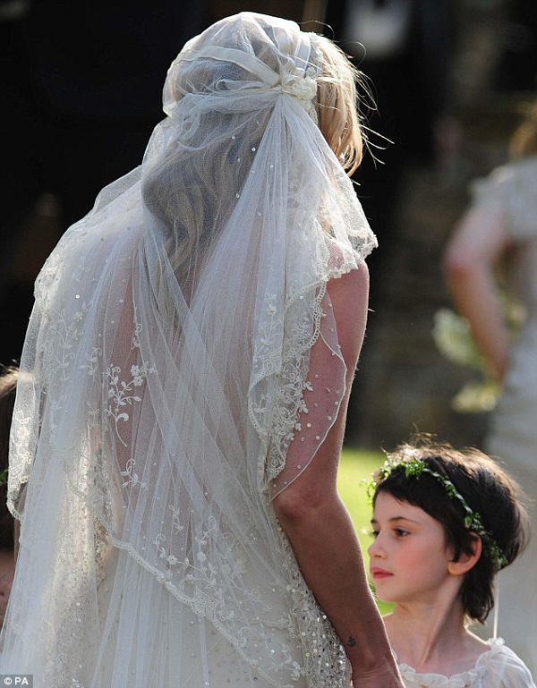 Kate moss wedding pictures and her vintage inspired for John galliano wedding dress