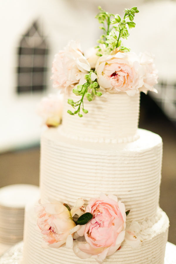 Wedding cake ideas white wedding cake with fresh pastel pink roses white wedding cake fresh pastel pink roses mightylinksfo Image collections