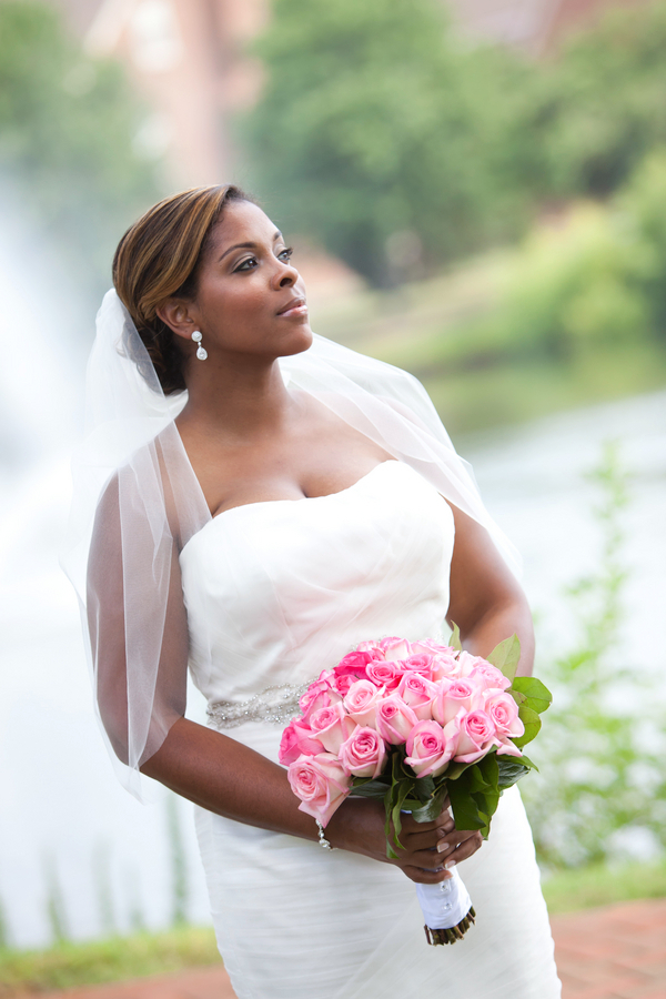 traditional virginia beach bride Founders Inn and Spa Virginia Beach Wedding
