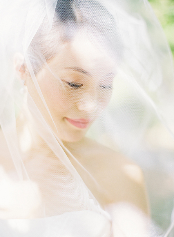 wedding pictures bride veil Isnt She Lovely . . .  {Wedding Pic Love}