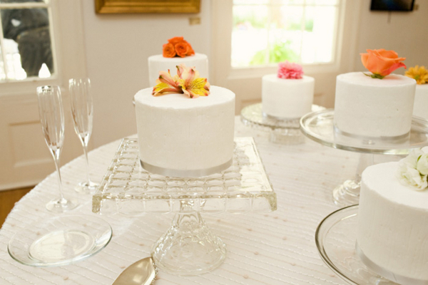 Simple Outdoor Wedding Cakes