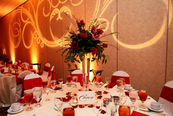 Red & White Traditional Wedding Tablescapes