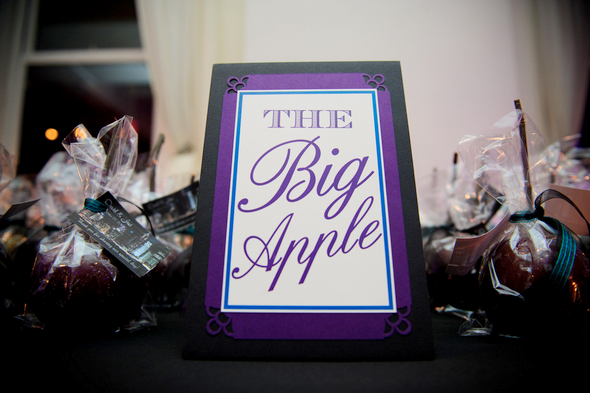 big apple toffee apple favors Midtown Loft and Terrace New York Wedding by Off BEET Productions