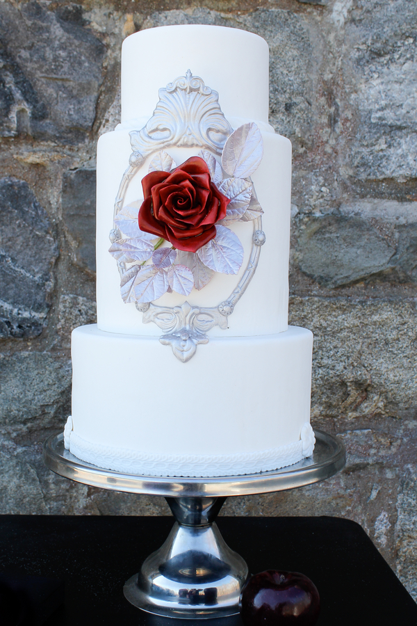 snow white inspired wedding cake Snow White Inspired Wedding Shoot by Cathy Lee Photography