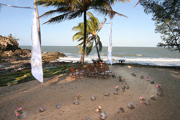 thala beach lodge wedding port douglas {Guest Post} Five Tips for a Tropical Beach Wedding