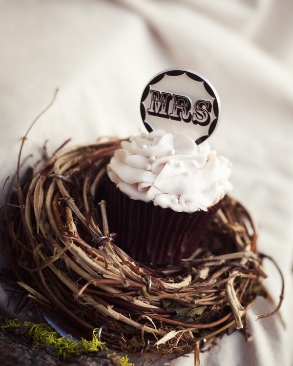 victorian inspired cupcakes Victorian Inspired Bridal Shoot by Alexia Wardell Photography